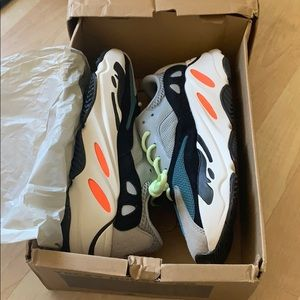 NEW!YEEZY BOOST 700 (with the box)